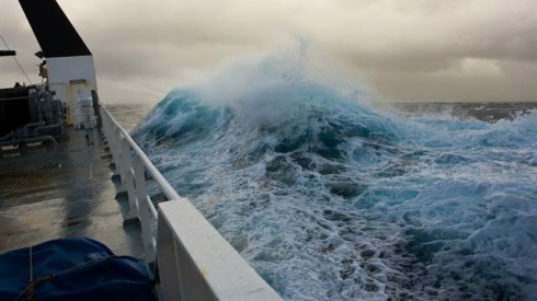 big_wave_in_storm16x9